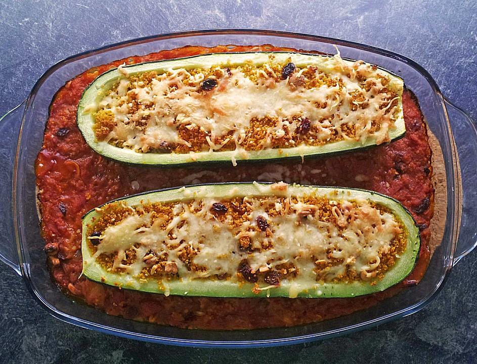 mit gew rz couscous gef llte zucchini rezept mit bild. Black Bedroom Furniture Sets. Home Design Ideas