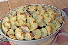 Rotkohl-Auflauf mit Hackfleisch unter der Kartoffelhaube