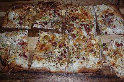 Elsässer Flammkuchen mit Ziegenfrischkäse
