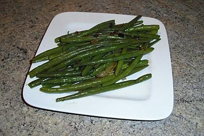 Grüne Bohnen mit Zwiebeln in Butter geschwenkt 16