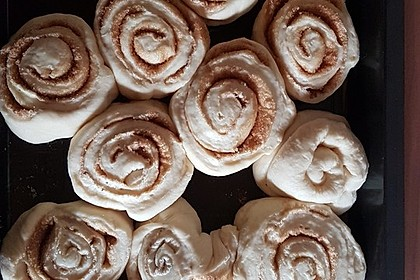 Cinnamon Rolls with Cream Cheese Frosting 128