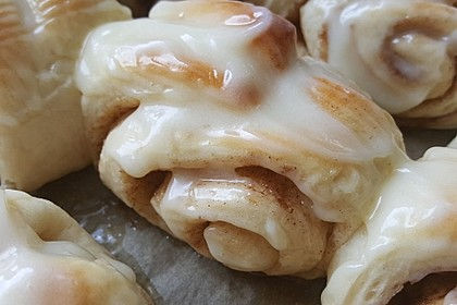 Cinnamon Rolls with Cream Cheese Frosting 165