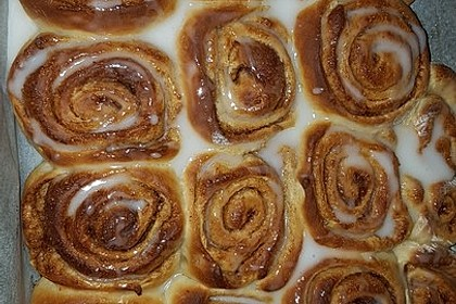Cinnamon Rolls with Cream Cheese Frosting 180