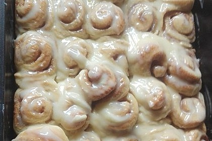 Cinnamon Rolls with Cream Cheese Frosting 125