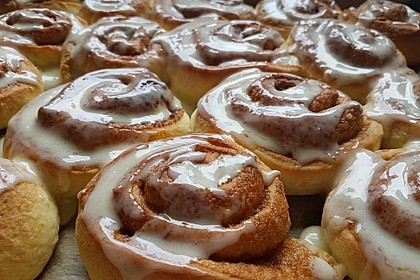 Cinnamon Rolls with Cream Cheese Frosting 150