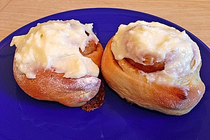 Cinnamon Rolls with Cream Cheese Frosting 112
