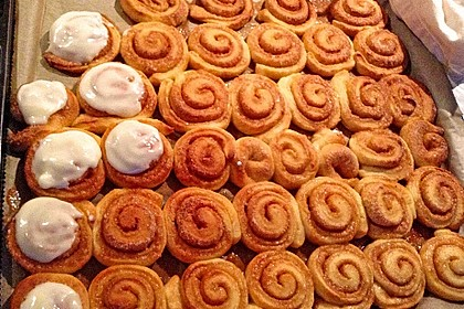 Cinnamon Rolls with Cream Cheese Frosting 94