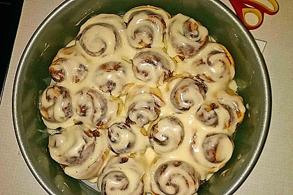 Cinnamon Rolls with Cream Cheese Frosting 144