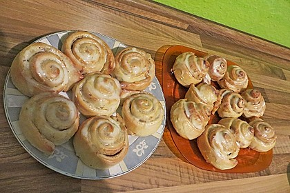 Cinnamon Rolls with Cream Cheese Frosting 164