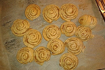 Cinnamon Rolls with Cream Cheese Frosting 160