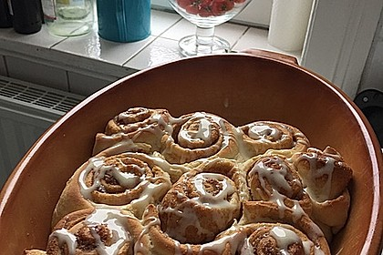 Cinnamon Rolls with Cream Cheese Frosting 110