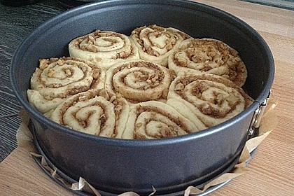 Cinnamon Rolls with Cream Cheese Frosting 109