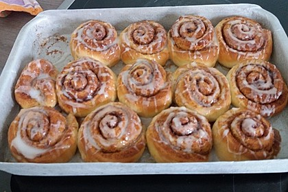 Cinnamon Rolls with Cream Cheese Frosting 207