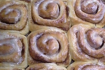 Cinnamon Rolls with Cream Cheese Frosting 120
