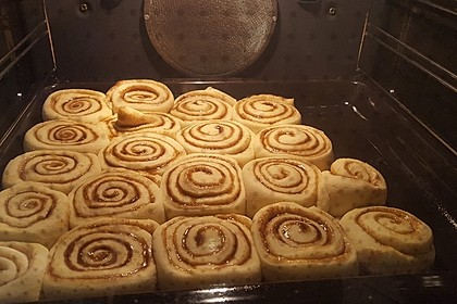 Cinnamon Rolls with Cream Cheese Frosting 130