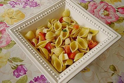 Nudel-Tomaten-Mozzarella-Salat 8