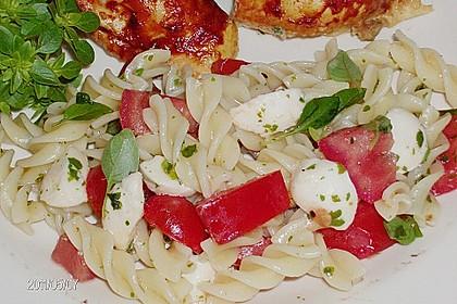 Nudel-Tomaten-Mozzarella-Salat 14