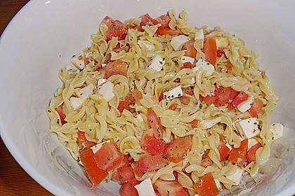 Nudel-Tomaten-Mozzarella-Salat 10