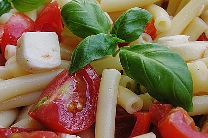 Nudel-Tomaten-Mozzarella-Salat 13