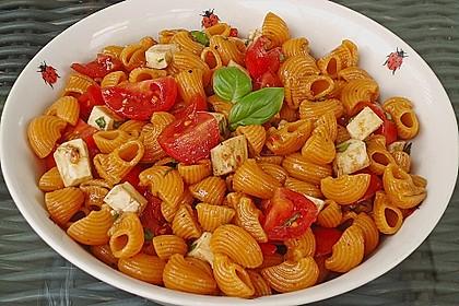 Nudel-Tomaten-Mozzarella-Salat