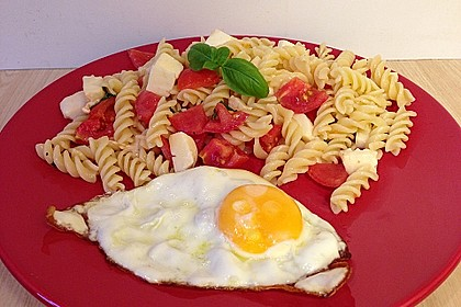 Nudel-Tomaten-Mozzarella-Salat 16