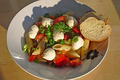Nudel-Tomaten-Mozzarella-Salat 2