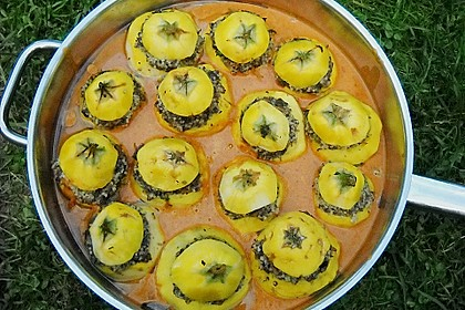 Gefüllte Zucchini mit Aubergine und Champignons