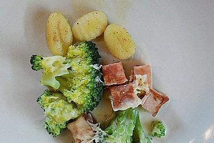 Überbackener Brokkoli-Leberkäse Auflauf