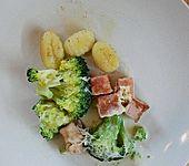 Überbackener Brokkoli-Leberkäse Auflauf (Bild)