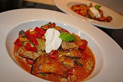 Gemüse und Fleisch im Topf