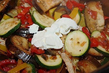 Gemüse und Fleisch im Topf 3