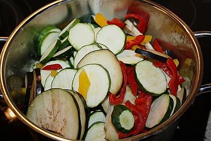 Gemüse und Fleisch im Topf 4