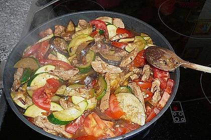 Gemüse und Fleisch im Topf 7