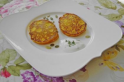Kürbisküchlein mit Joghurt-Dip