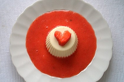 Mascarpone-Panna Cotta mit Erdbeersauce 11