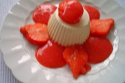 Mascarpone-Panna Cotta mit Erdbeersauce 15