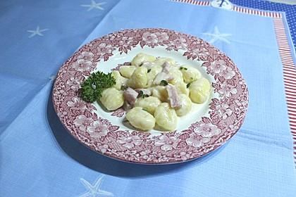 Gnocchi mit Käse-Knoblauch-Schinken-Soße 15