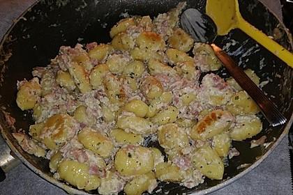 Gnocchi mit Käse-Knoblauch-Schinken-Soße 31
