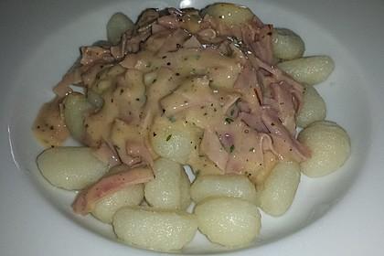 Gnocchi mit Käse-Knoblauch-Schinken-Soße 38