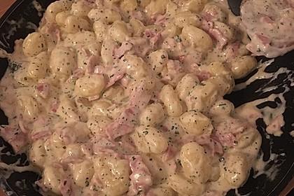 Gnocchi mit Käse-Knoblauch-Schinken-Soße 13