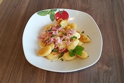 Gnocchi mit Käse-Knoblauch-Schinken-Soße 22