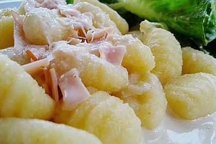 Gnocchi mit Käse-Knoblauch-Schinken-Soße 8
