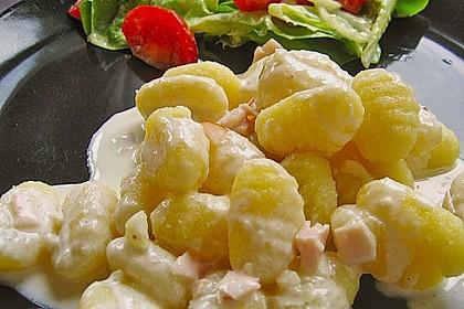 Gnocchi mit Käse-Knoblauch-Schinken-Soße 10