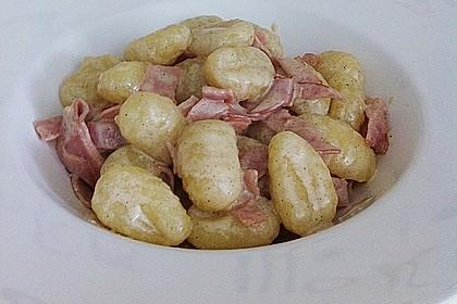 Gnocchi mit Käse-Knoblauch-Schinken-Soße 18