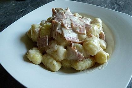Gnocchi mit Käse-Knoblauch-Schinken-Soße 26