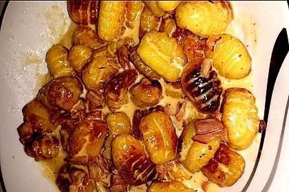 Gnocchi mit Käse-Knoblauch-Schinken-Soße 51