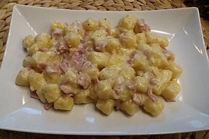 Gnocchi mit Käse-Knoblauch-Schinken-Soße 16