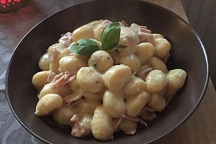 Gnocchi mit Käse-Knoblauch-Schinken-Soße 5