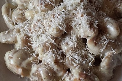 Gnocchi mit Käse-Knoblauch-Schinken-Soße 43
