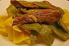 Thai-Nudeln, gebraten, mit Brokkoli und Schweinefilet